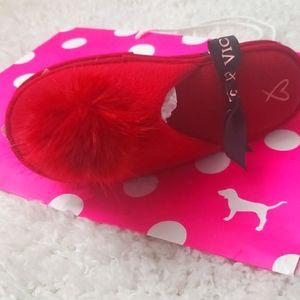 NWT Victoria's Secret Pom Pom slippers MEDIUM